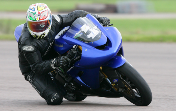 knee down zx10r